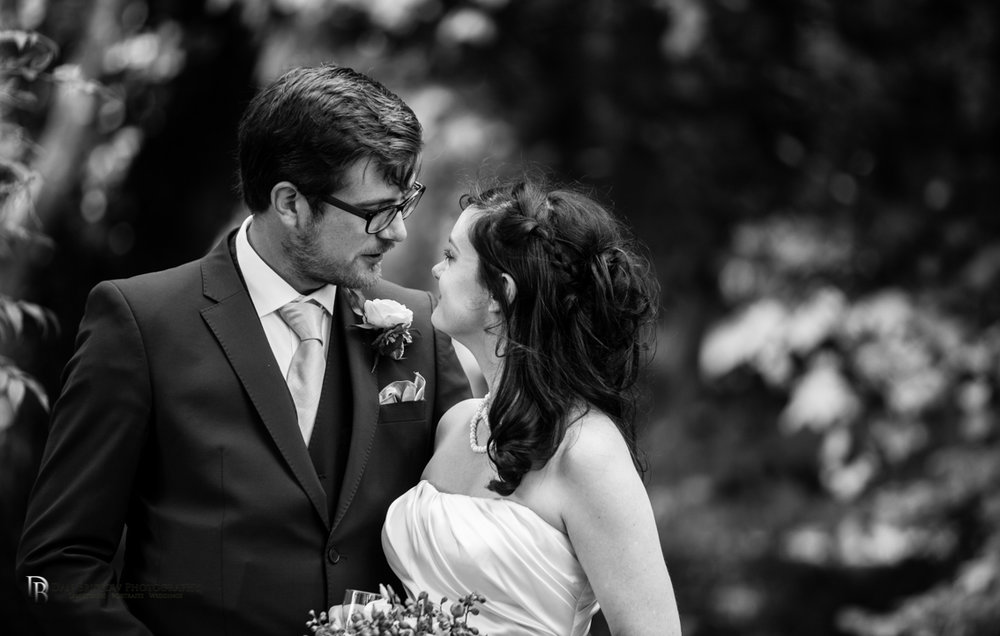 Jess&AdamSwindonweddingLRBW-49.jpg