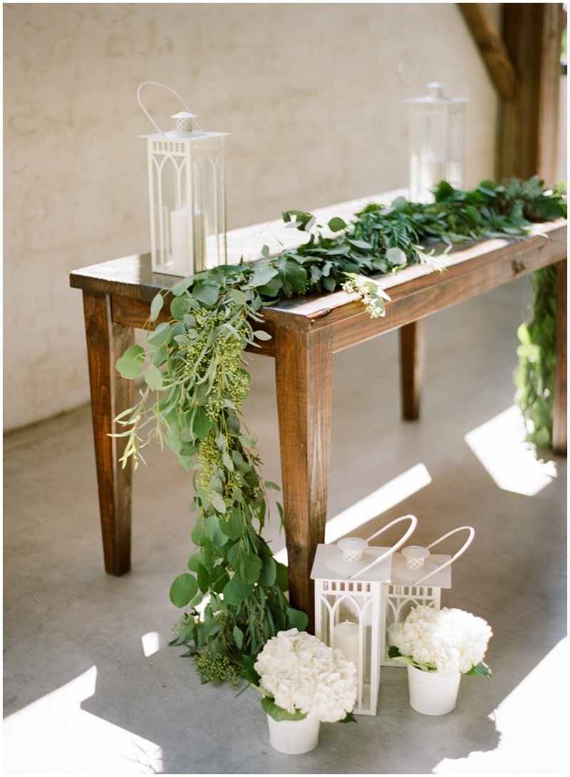 Chandelier Grove Wedding_0021.jpg