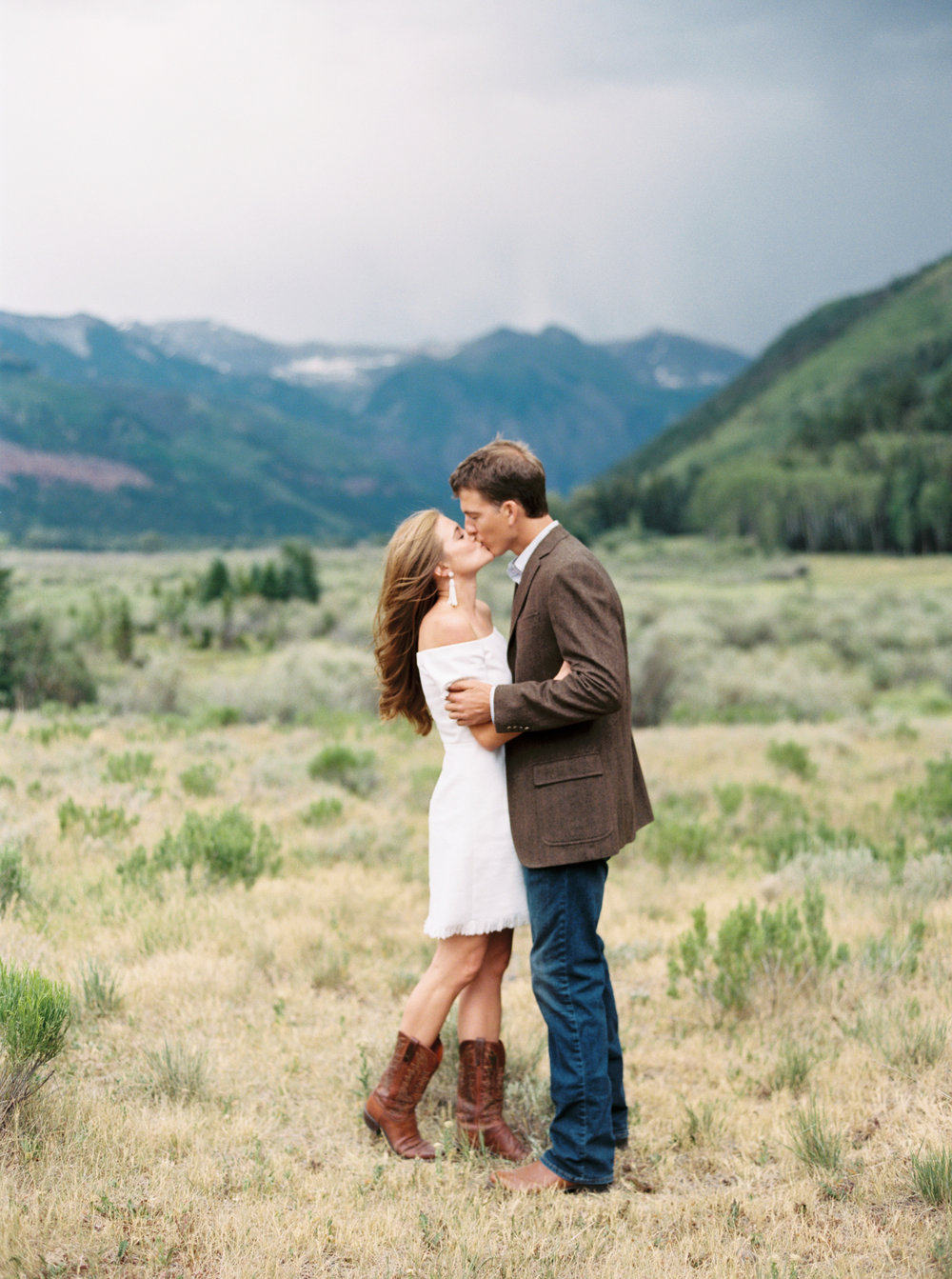 Engagement Session Outfits-31.jpg