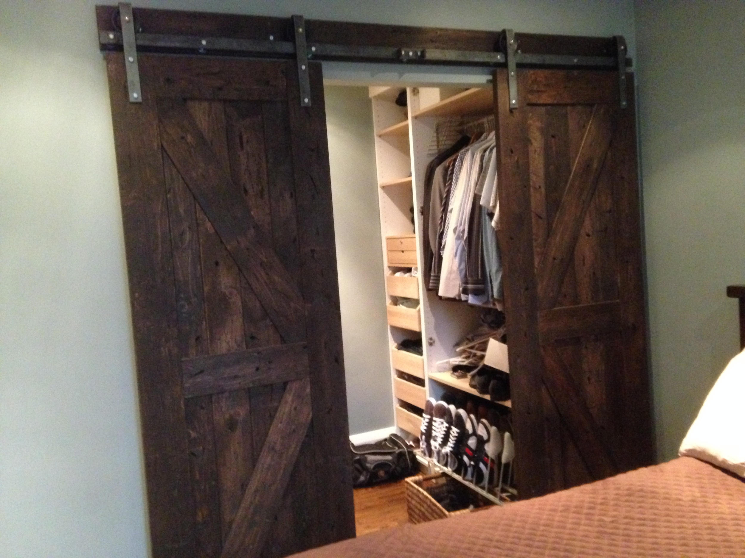The door is also hand distress to give a more rustic look.  Now I'm envious of the walk-in closet, wow, so neat, and spacious...something rare for any closets.