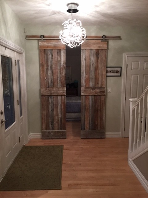 A really nice entrance focal point. I can't imagine what would people say walking into a house and seeing this...they would be in awe as this is so unexpected, and beautiful.