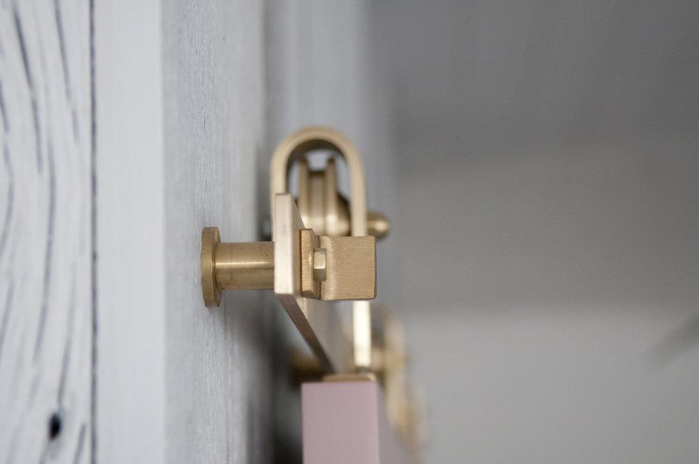brass_barn_door_hardware_topmount_02.jpg