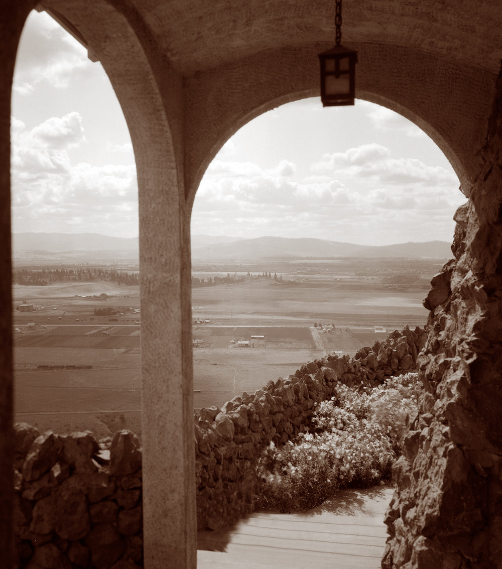 Spokane valley viewed thru the mansion's arches, circa 1920s