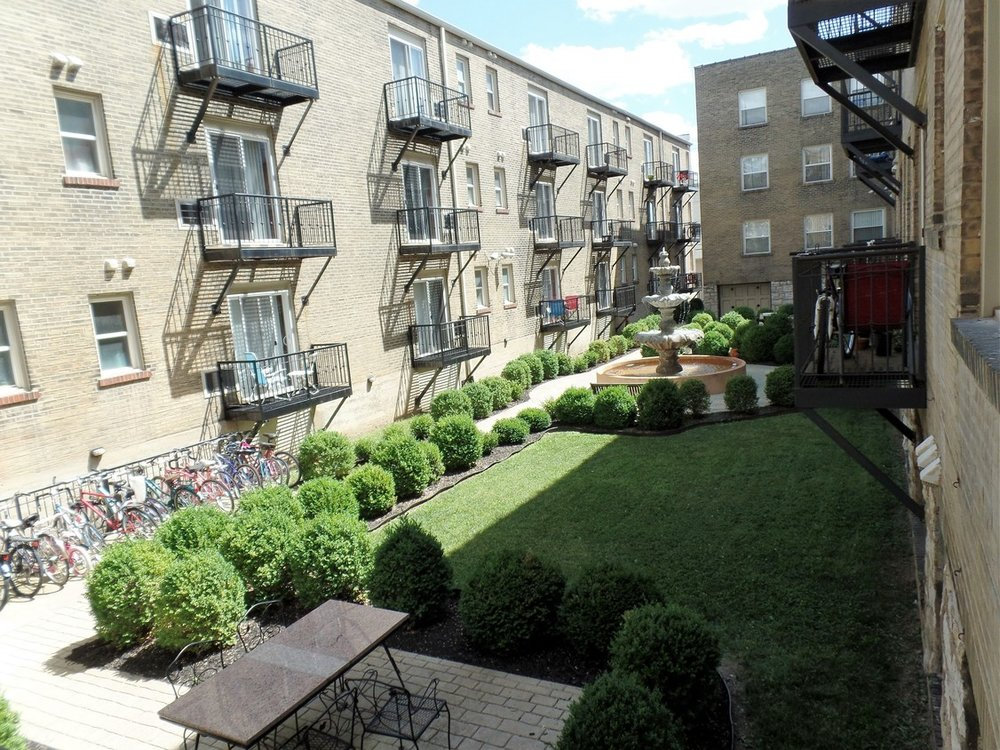 gallery-central-west-end-saint-louis-mo-courtyard.jpg