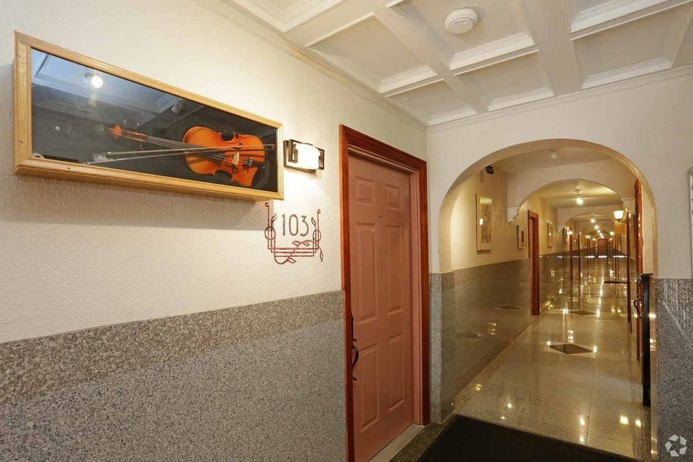 gallery-central-west-end-saint-louis-mo-hallway.jpg