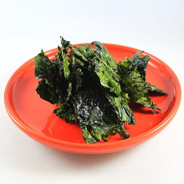 Kale Chips! Crunchy, healthy, and sooo easy to make.  Give it a try you won't be let down.  #Enhancefood #Theseasoningsecret #kalechips