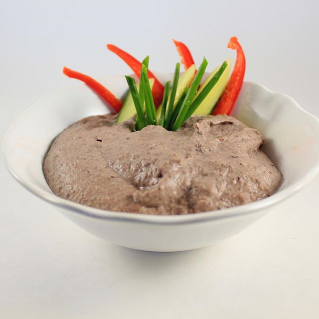 Black Bean Dip! Perfect for any gathering, everyone will love it.  Recipe can be found on our website link in our bio.  #enhancefood #theseasoningsecret #blackbeandip #eeeeeats #delicious