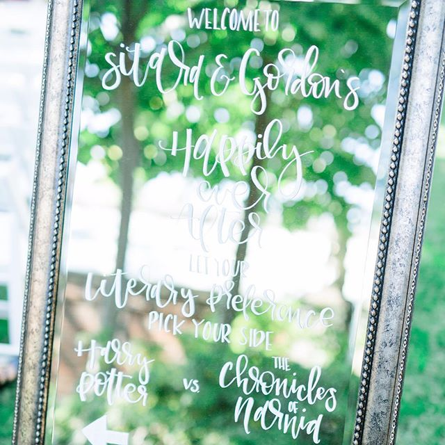 ⬅️Harry Potter or The Chronicles of Narnia?➡️ Visit my stories to vote. 😉 | Wedding planning & design: @abeyoutifulfete | Photography: @catherine_ann_photography | Mirror welcome sign: 🙋🏻@lovefoxpapery
