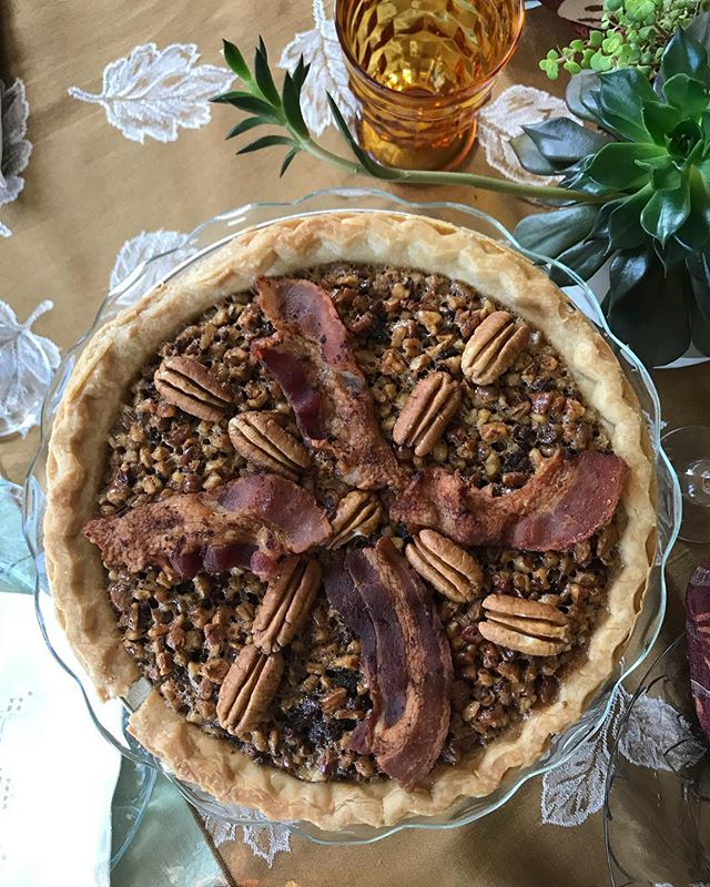 Why yes that is 4 strips of bacon on my Bourban Bacon pecan pie. 🥓 🍁🦃 And it was freaking delicious. Thanks @emsjellytoast and @americanpecan for the recipe!