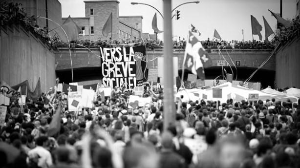 Image : Radio-Canada. (2012). Manifestation à Montréal (Photo Luc Lavigne) [Image]. Repéré à http://ici.radio-canada.ca/regions/Montreal/2012/05/23/002-manifestation-spvm_exclut_pas-poursuites_organisateurs.shtml (modifée)