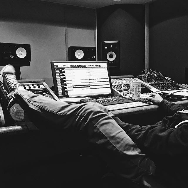 Studio (Part II) . . . . #igers #instagood #instatag #blackandwhite #blackandwhiteisworththefight #blackandwhiteonly #studiotime #musician #fender #marshall #gibsonlespaul #gibson #ludwig #gretsch