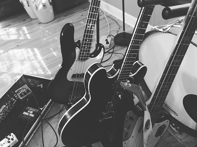One of these is not like the other 🤷🏼‍♂️🎸⚡️ Things are getting loud at the NBI camp. Ready to share what we've been working on . . . . #igers #igdaily #blackandwhiteisworththefight #blackandwhiteonly #gibson #fender #bass #music #playlive #nashville #unsignedartist #spotify #discovermusic #live #liveauthentic #vsco #vscocam #independentartist