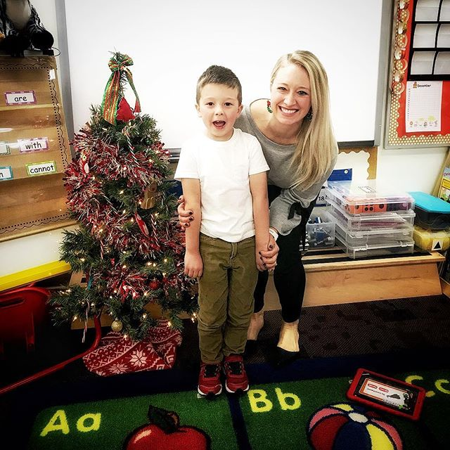 🎄 One of my favorite new Christmas traditions. Stepping into my teacher shoes and visiting Mischief's class. Reading Catch That Cookie, singing songs, and decorating gingerbread cookies. He's so proud to have me at school and says I'm his sweetest mommy ever.  I'm the lucky one 😍