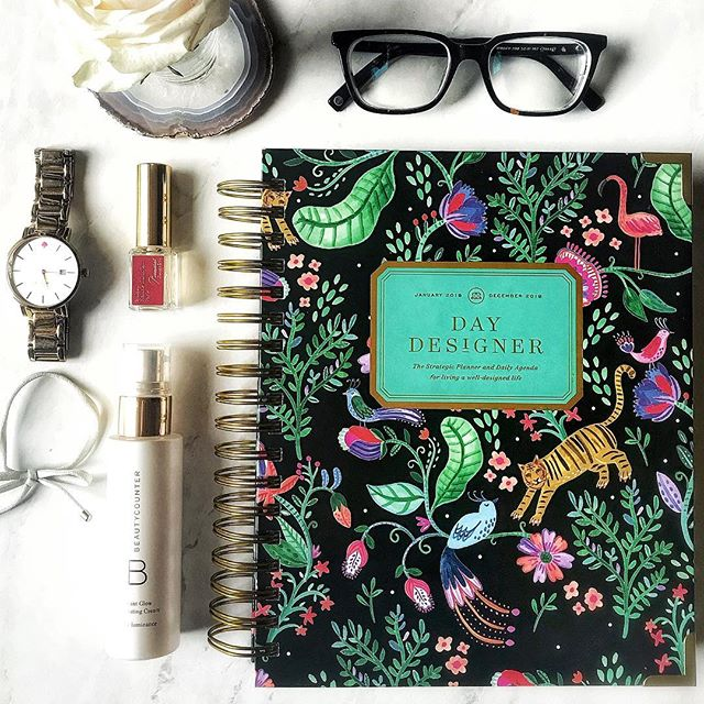What are a few of your daily must-haves?? #sponsored These are mine! 💖💖 Can't live without my @thedaydesigner planner. When I found this planner 4 years ago, I just thought it looked stupid cute but now it owns my life. It is my prize possession and I had to get a bigger purse just so I can take it everywhere with me. . The functionality + cover styles + goals are one-of-a-kind in the planner world. Whilst I am a tech addict I simply will never stray from a good old-fashioned planner that dictates my day to day. @thedaydesigner is 2 weeks away from launching their new styles and they are seriously chic AF. Never been a better time to join the #daydesigner cult! Check out my stories for a few of my fave products from their line!! #thedaydesigner #plannerlove #plannerobsessed #plannnerprobs #plannerlife #daydesignerplanner