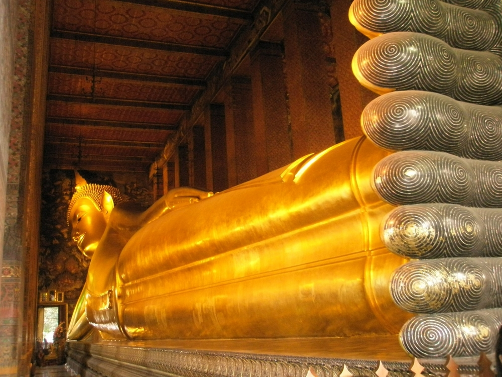 Wat Pho, Bangkok with largest reclining Buddha statue in Thailand