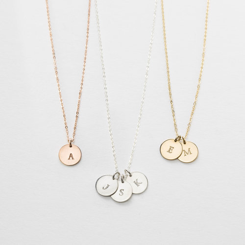 lor initial necklace gldn