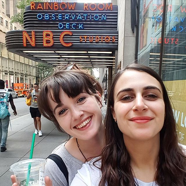 GUESS WHICH TWO BEST PALS ARE IN THE BIG APPLE TOGETHER?! 🗽🇺🇸🗽🇺🇸🗽🇺🇸🗽 Lena has moved to NYC for a year and Ashley has moved to LA for a year, but for right now they're in the same time zone seeing improv shows and eating mac n cheese 😀💜😀 These squeamy ladies may be far apart very soon, but right now they're very happy to have their week long city sleepover 😁❤