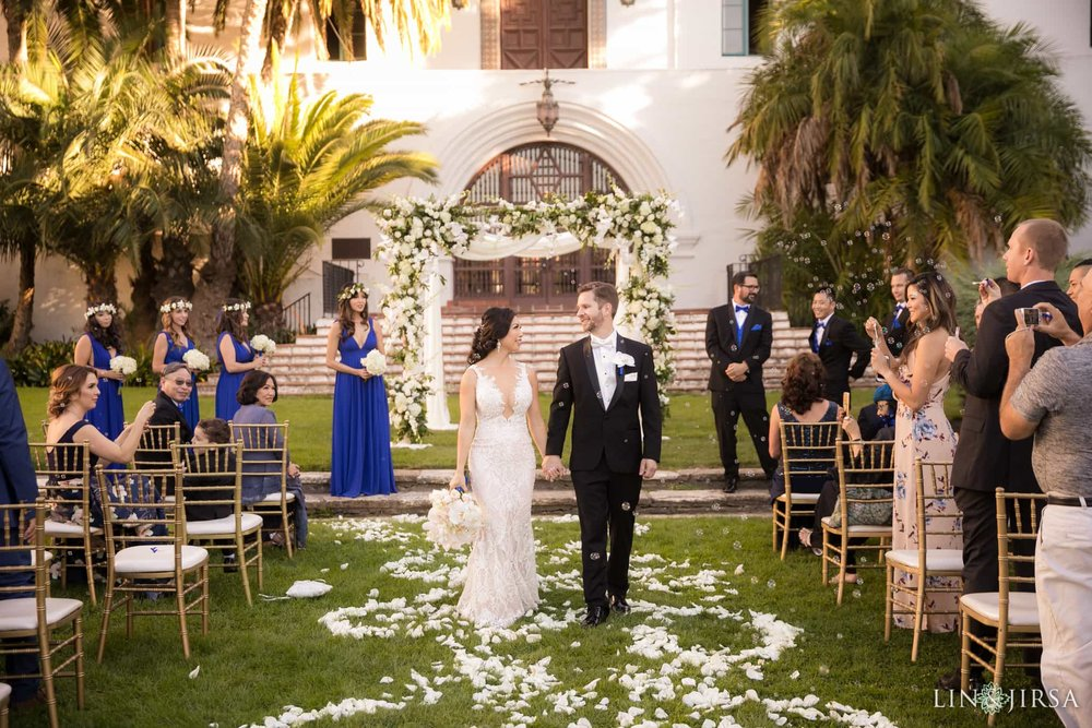 Santa Barbara Outdoor Court House Wedding | Photo by Lin & Jirsa