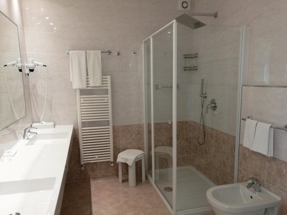 suite_hotel_lido_bagno001.jpg