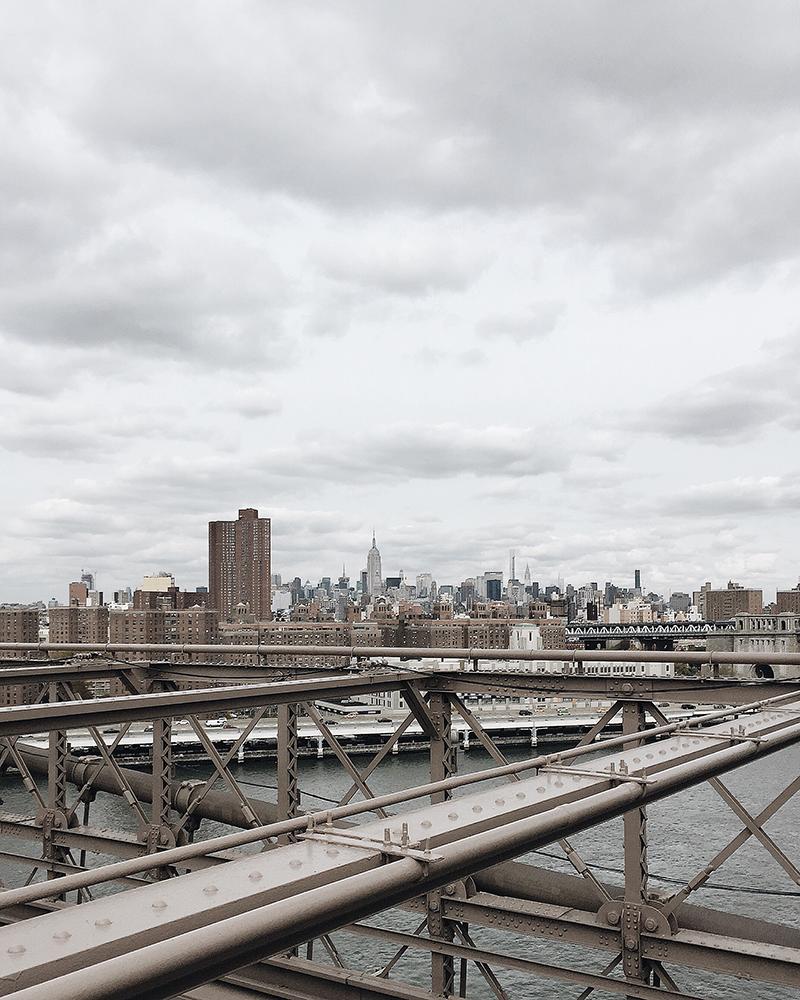 Cây cầu kết nối hai khu của New York là Manhattan và Brooklyn.