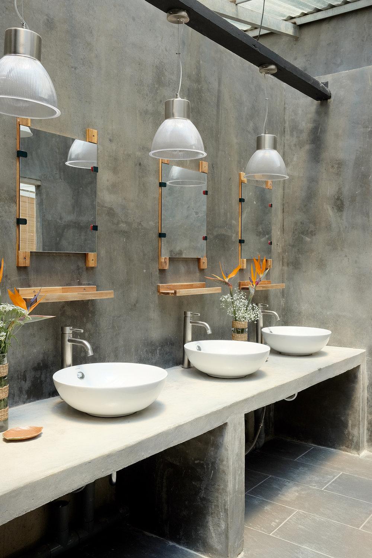 Toilet_3.jpg