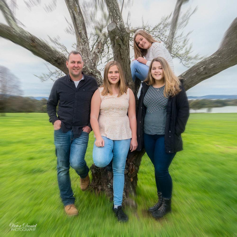 OUTDOOR FAMILY PORTRAITURE