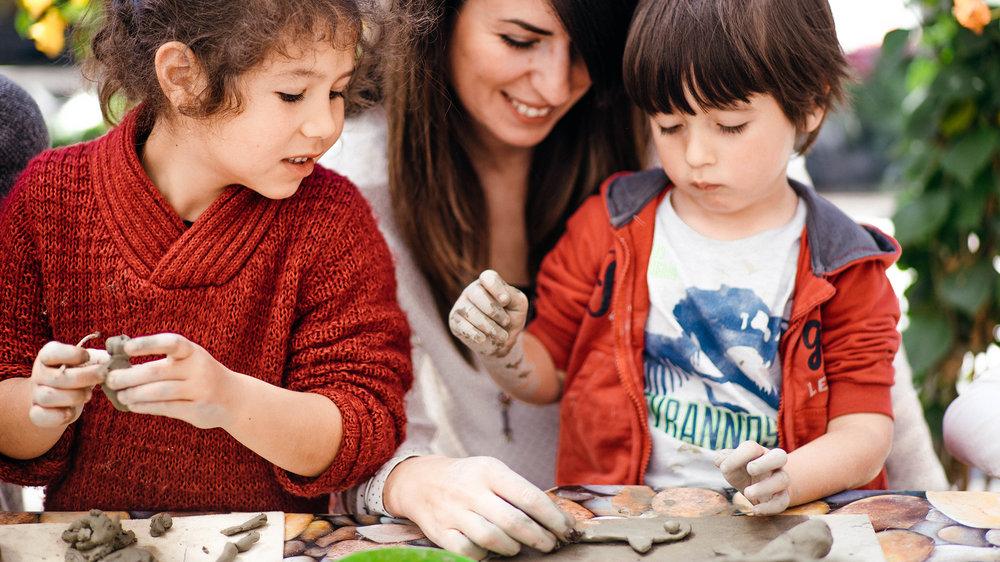 KIDS - Cambiare il mondo. Un bambino alla volta. Wave investe sull'arte e crede nel futuro. Non possiamo quindi prescindere dal prenderci cura dei più piccoli. Durante i nostri eventi ci sono sempre degli spazi e dei laboratori dedicati ai bambini. Attività manuali, dalla ceramica, all'archeologia, dal giardinaggio al disegno libero, per consentire loro di esprimere liberamente la propria creatività e di allenare la propria mente, in perfetta armonia con l'ambiente che li circonda. Alleniamo i talenti del domani.