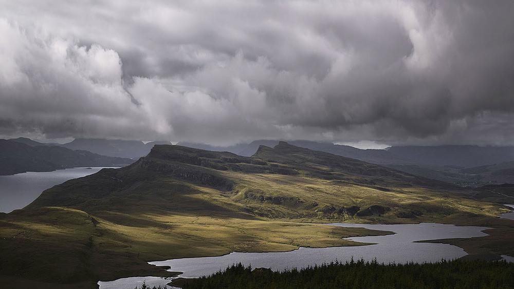 Scotland_IsleOfSkye_StormIsComing.jpg