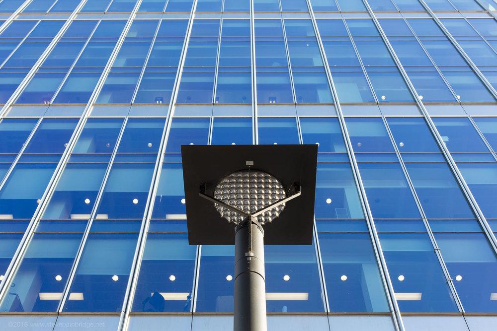 Canary-Wharf-lamp.jpg