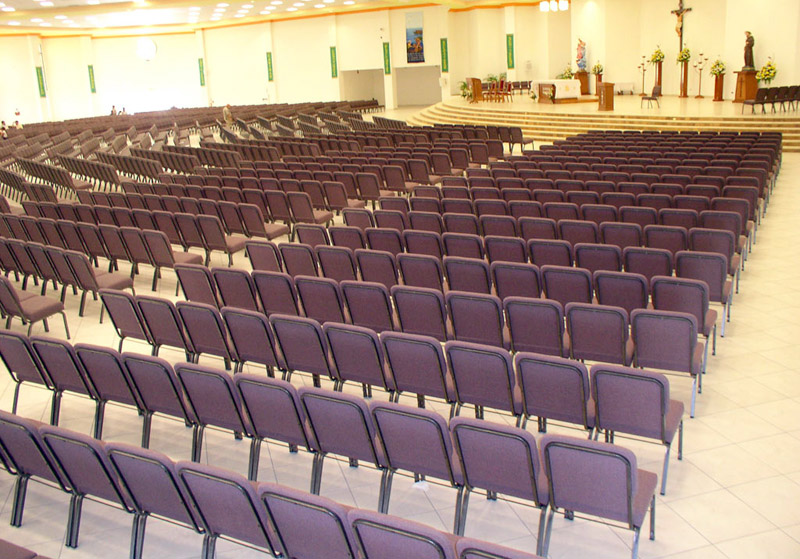 Catolica de Aguada       Puerto Rico con mas de dos mil sillas instaladas
