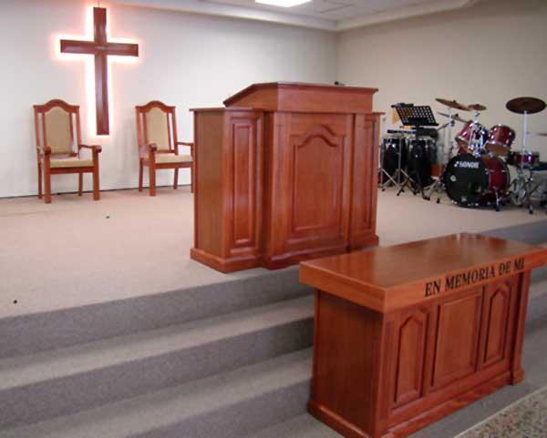 Galer a muebles para iglesias for Sillas para iglesia en madera