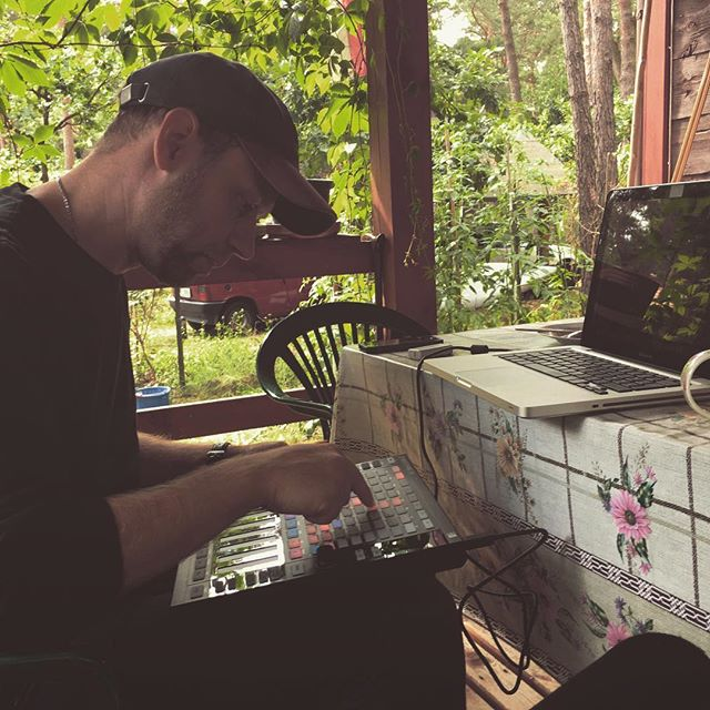 Testing our new Maschine Jam 😍 #musicproducer #music #maschine #nativeinstruments #maschinejam #electronic #electronicmusic #electronica #village #countryside #countryhouse #makingmusic #warsaw #poland #visiting