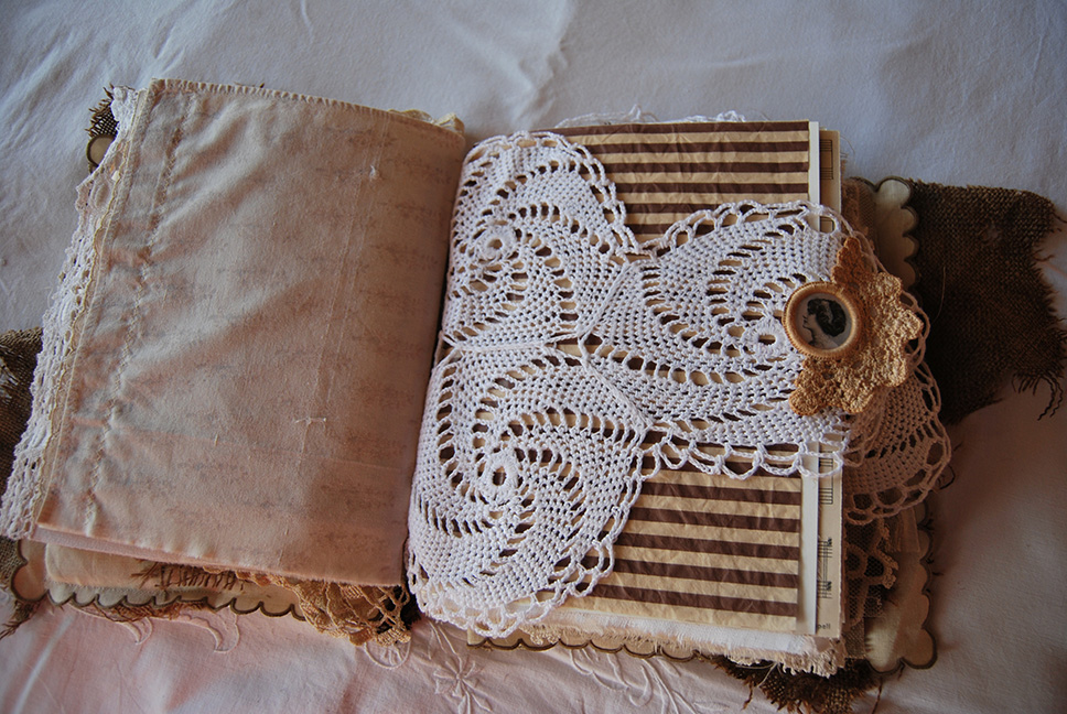 Rags&Lace-Fabric&PaperBook17