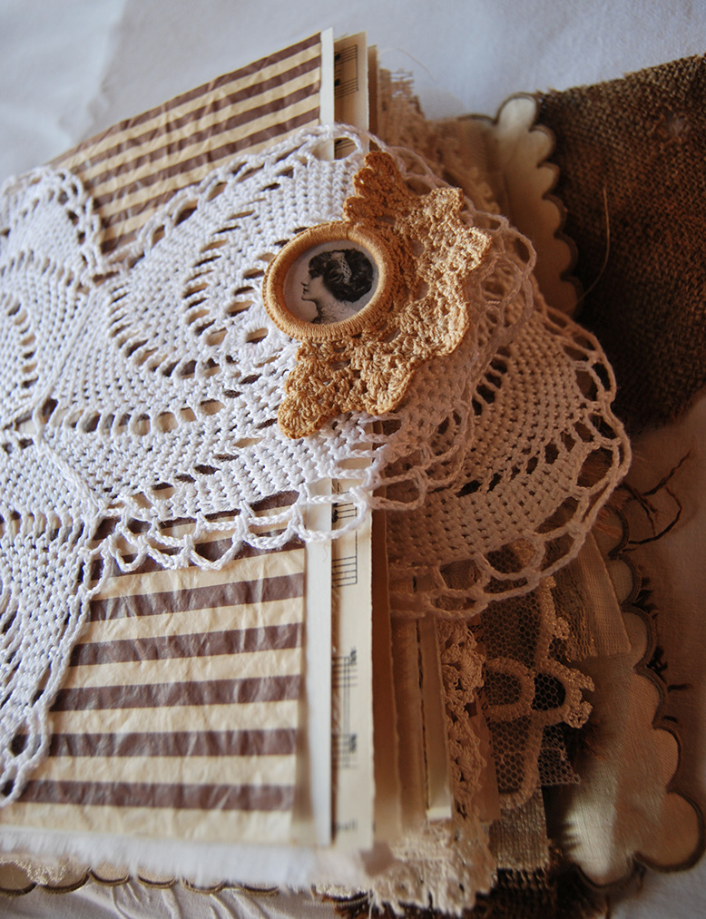Rags&Lace-Fabric&PaperBook18