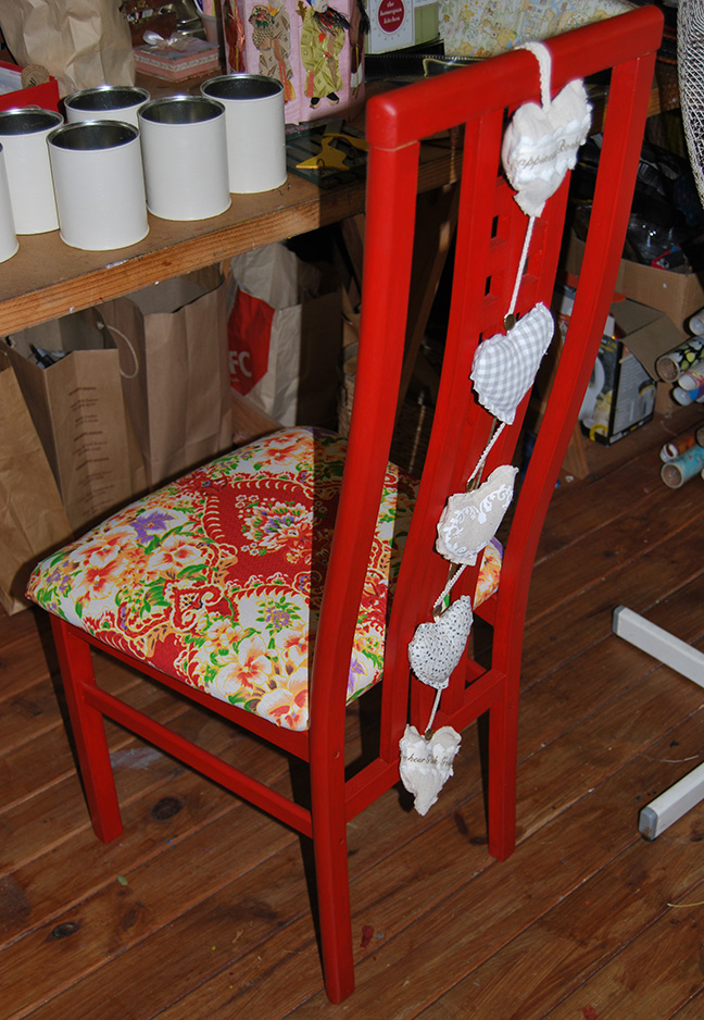 Upcycled_Old_Chair-Art_Room01