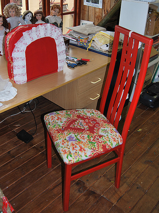 Upcycled_Old_Chair-Art_Room02
