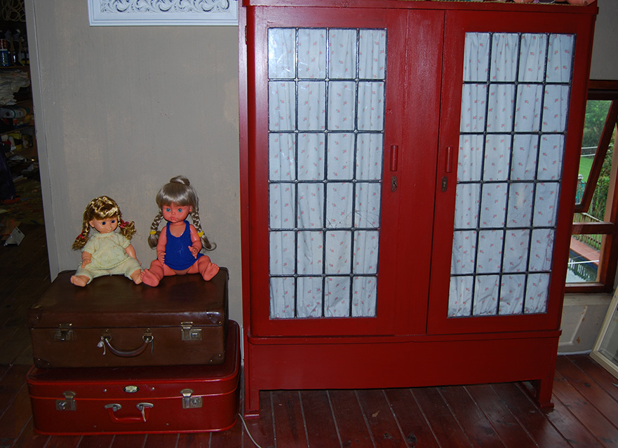 Upsycle_Antique_Red_Cabinet01