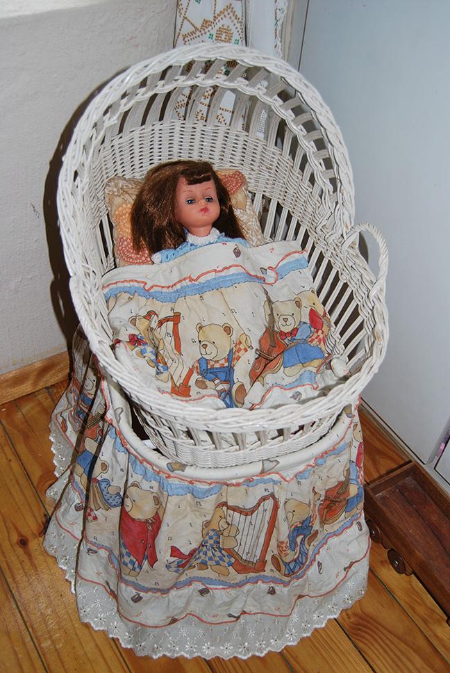 Vintage_Doll_Crib