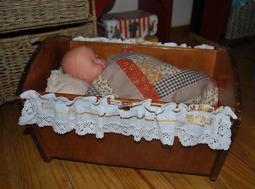 Vintage_Doll_Crib2