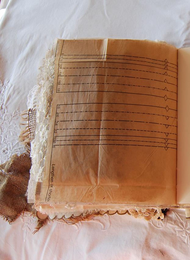 RagsLace-FabricPaperBook37.jpg