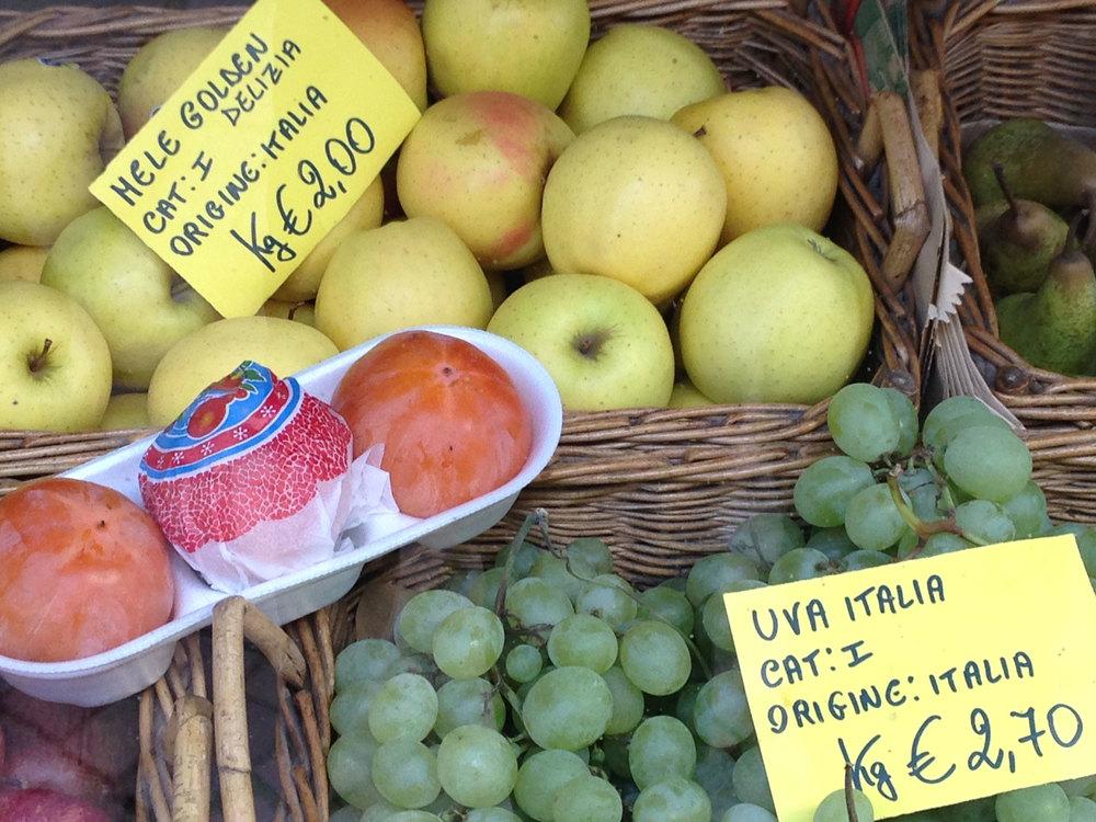 Market--persimmons-cachi.jpg