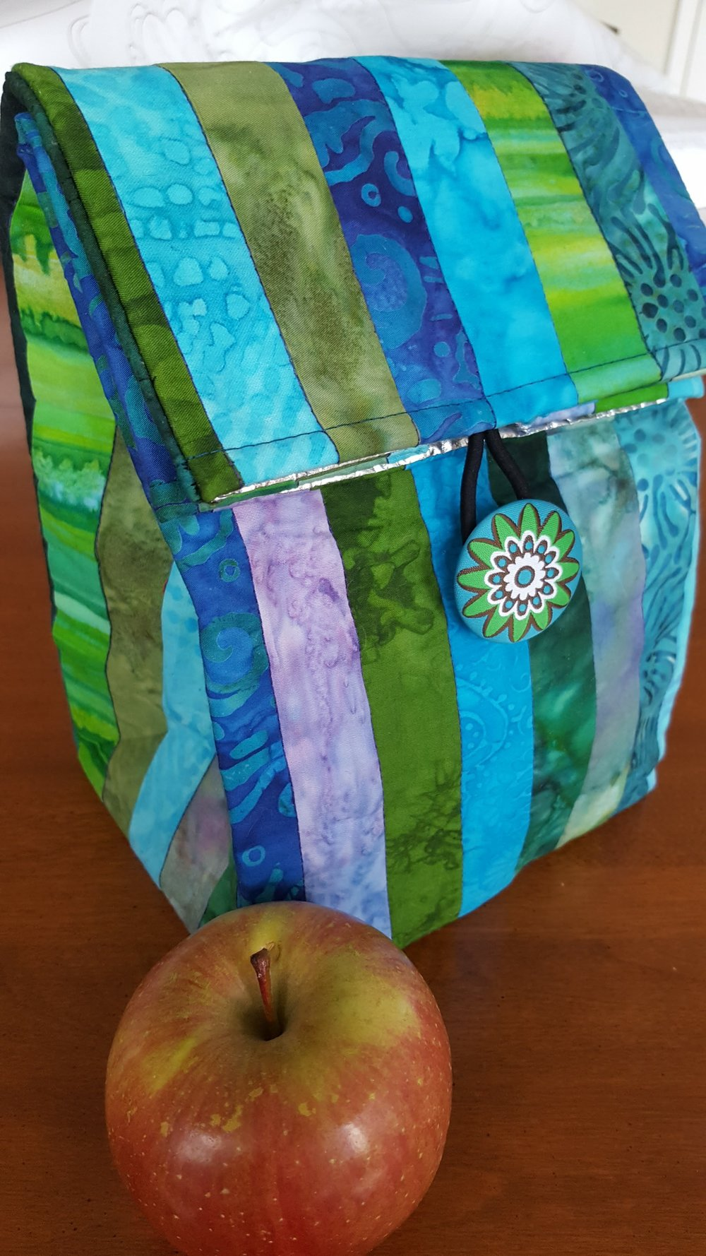 lUNCH IS IN THE BAG! mAKE YOUR FAVORITE PERSON A STYLISH, INSULATED LUNCH BAG FOR SCHOOL