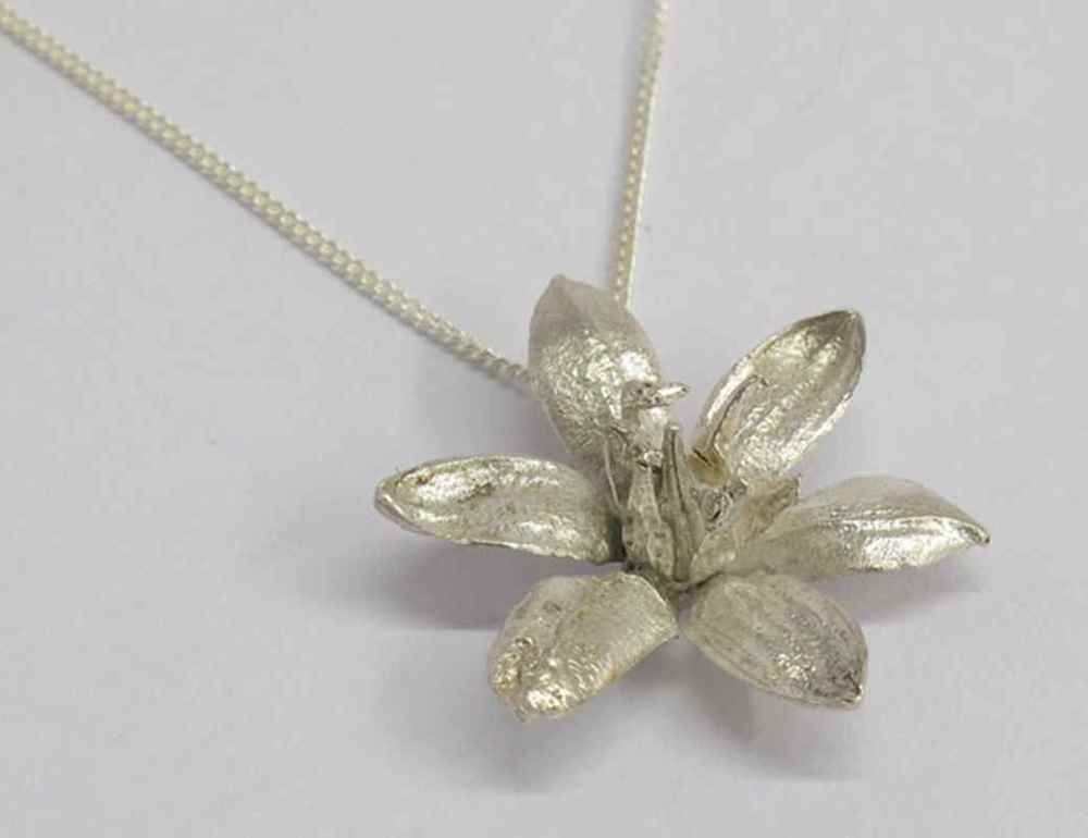 Pineapple flower pendant NBP024 .jpg
