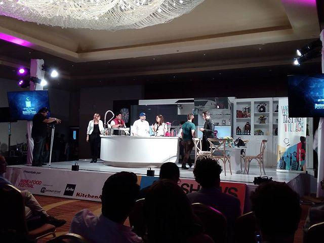 Por empezar el show culinario de Aquiles Chávez en  #worldtastingvillage @winefoodmx