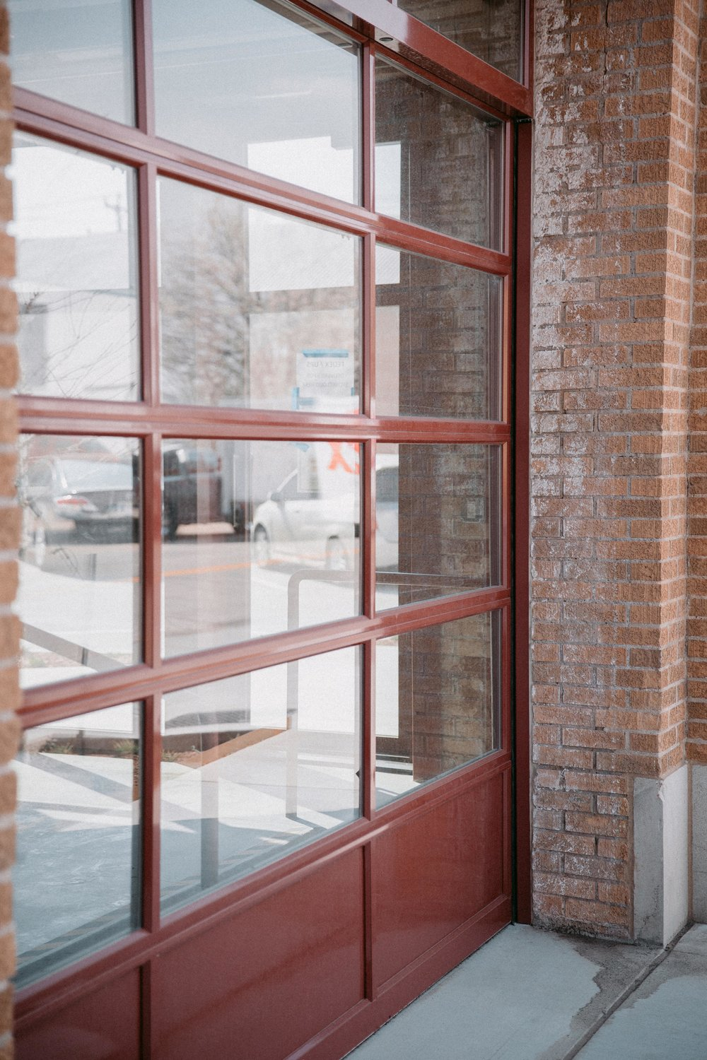 WindsorDoor_CommercialDoors_HighFiveMedia_SunshineLaundry_6.jpg