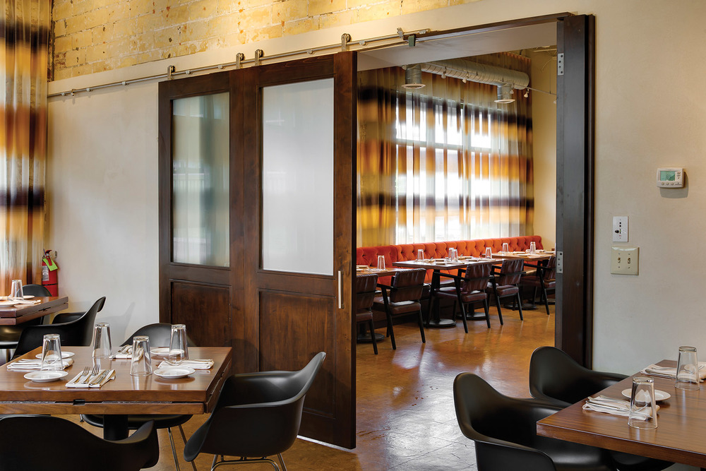 STELLA RESTAURANT: SLIDING DOOR