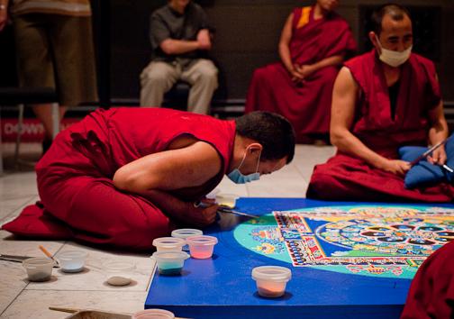 tibetanmonks_sandmandala763.jpg