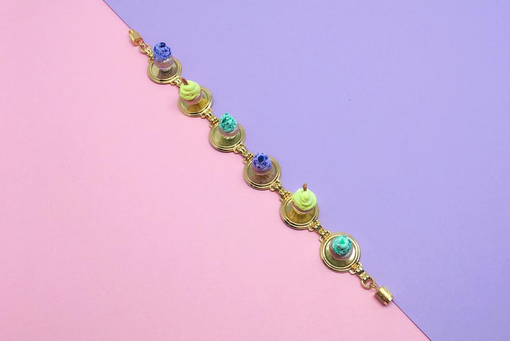 Foodxury - Muffins bracelet 1.jpg