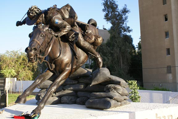 Peter Corlett's amzing and emotional depiction of an Australian Light Horseman. Image courtesy of http://www.lighthorse.org.au/gallery/park-of-the-australian-soldier-2008/bronze-sculpture