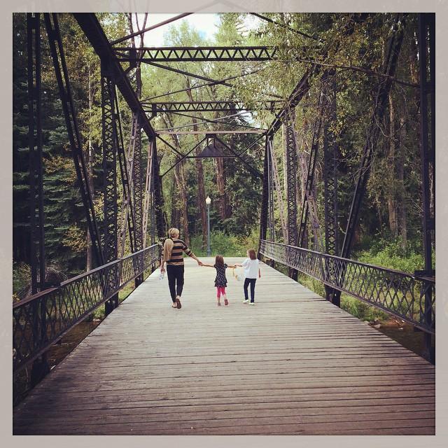 bridge-aspen-stroll